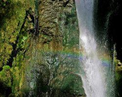 Tosendes Rauschen, Bizarre Felsstruktur – der Hinanger Wasserfall