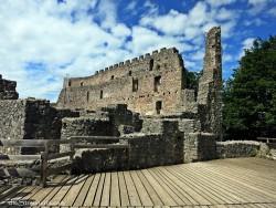 man nannte sie Imponierburg und heute auch als Ruine – imposant anzusehen…