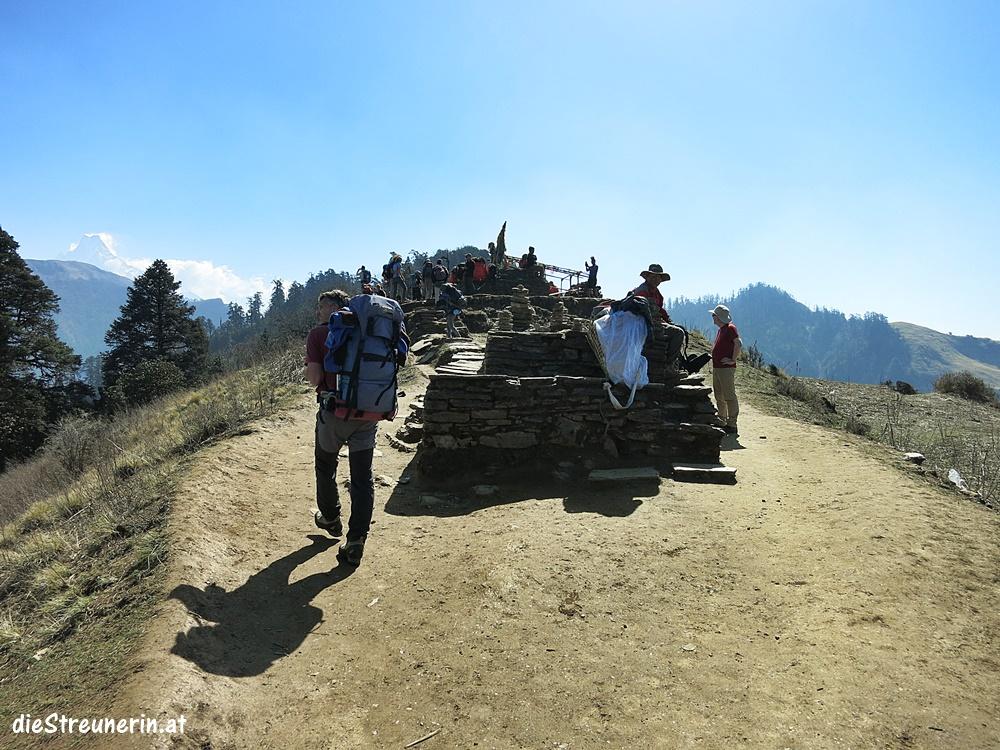 Am Deurali Pass 3.090m angekommen. Nepal Trekking Annapurna