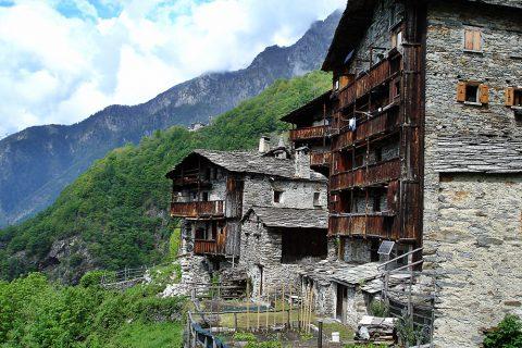 Comer See Wanderung – antiker Ort Savogno und glitzernder Acquafraggia